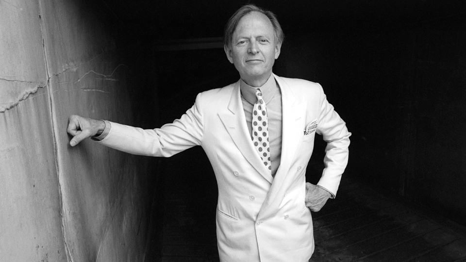 In 1979, New Journalism guruTom Wolfe dropped by the old journalism building of the Los Angeles Herald Examiner.