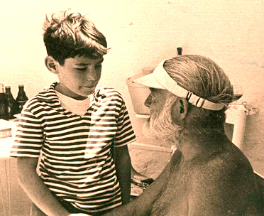 Young Teo Davis chats with Ernest Hemingway pool side at the Davis family villa in Spain, La Consula, where the author lived for months in 1959. (Teo.Davis.muchloved.com)